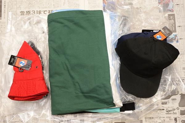 問屋街でTシャツと帽子を買う