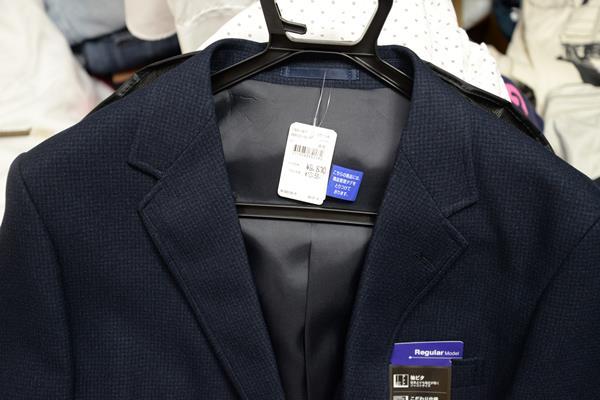 海外のお店に入る用のドレスコードジャケットを買う